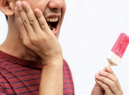 Punya Gigi Sensitif, Atasi dengan 5 Bahan Ini