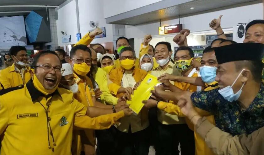 Resmi Kantongi SK dari DPP, Taufan Pawe Dijemput Bak Pahlawan