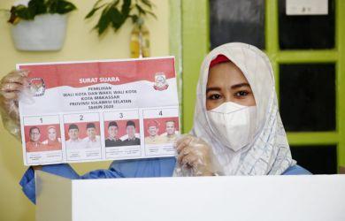 Salurkan Hak Pilihnya di TPS 009, Fatma Optimis Menang