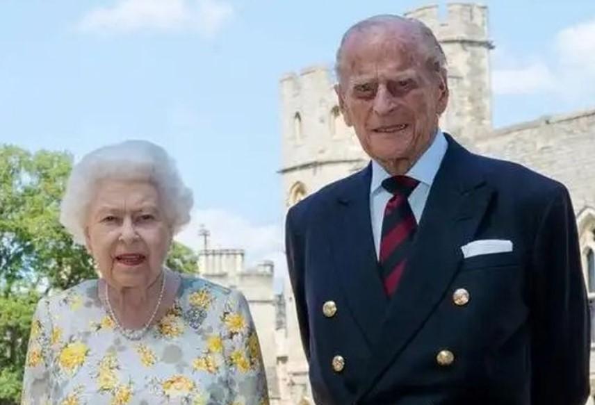 Suami Ratu Elizabeth II Pangeran Philip Wafat, Klub-klub Liga Inggris Berduka