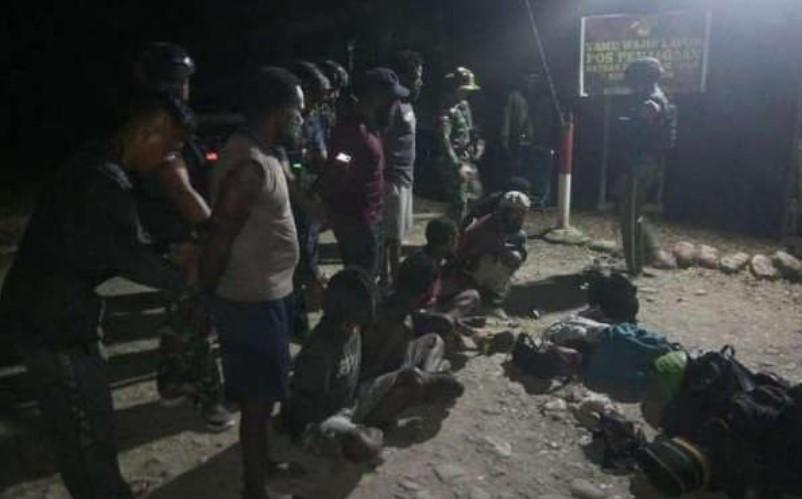 TNI Tangkap 9 Anggota Kelompok Teroris OPM Papua