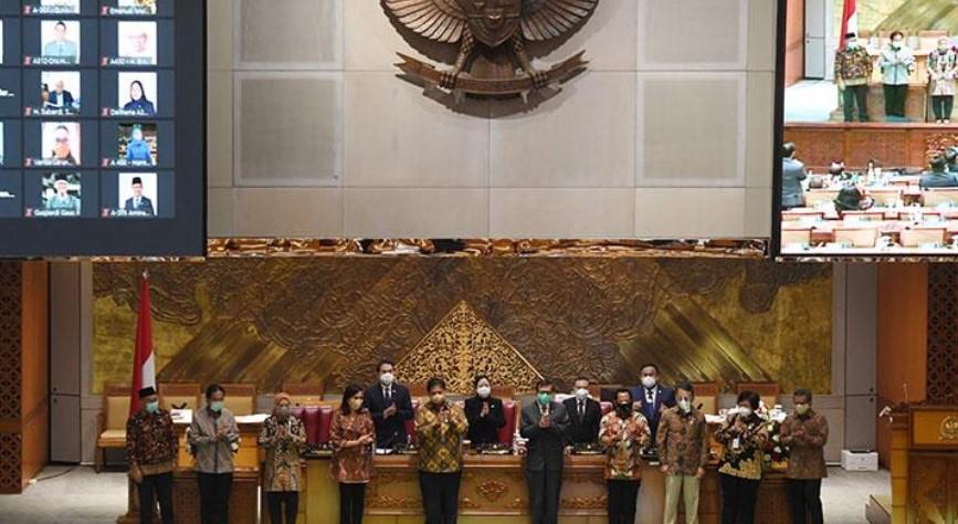 Tanggapan Fraksi Rakyat Indonesia terkait Terlambatnya Draft UU Omnibus Law Diserahkan ke Presiden