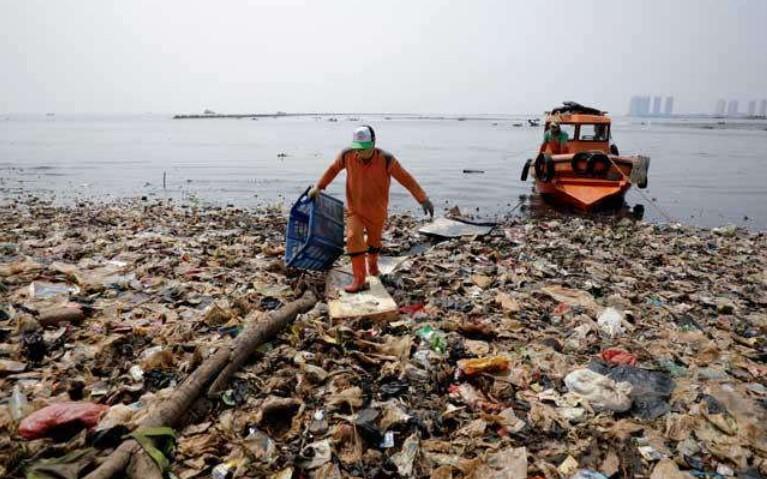 Tanpa Disadari dalam Setahun Kita Bisa Mengkonsumsi 1 Kg Plastik