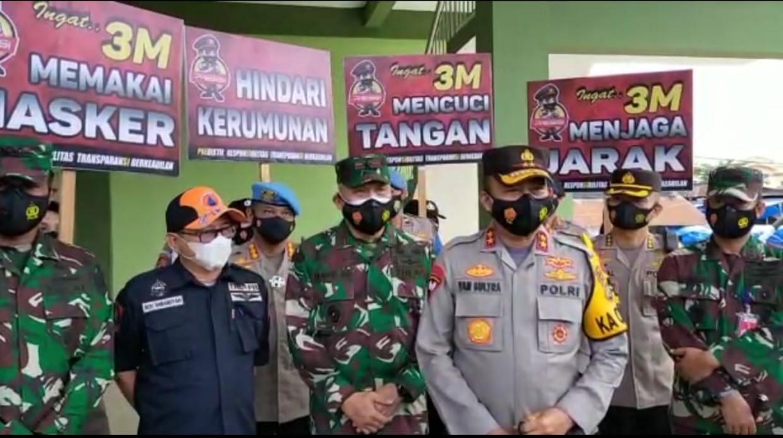 Tekan Kasus Positif COVID-19 Di Kota Kendari, POLDA Sultra Kembali Bagikan Ribuan  Masker