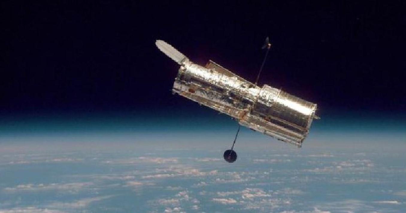 Teleskop Ruang Angkasa Hubble Temukan Galaksi Spiral yang Unik