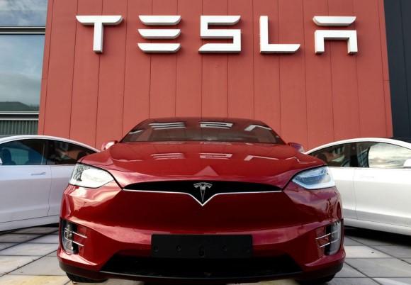 Tesla Makan Korban, Pengguna Minta Elon Musk Perbaiki Mobil Listriknya, Kok Bisa?