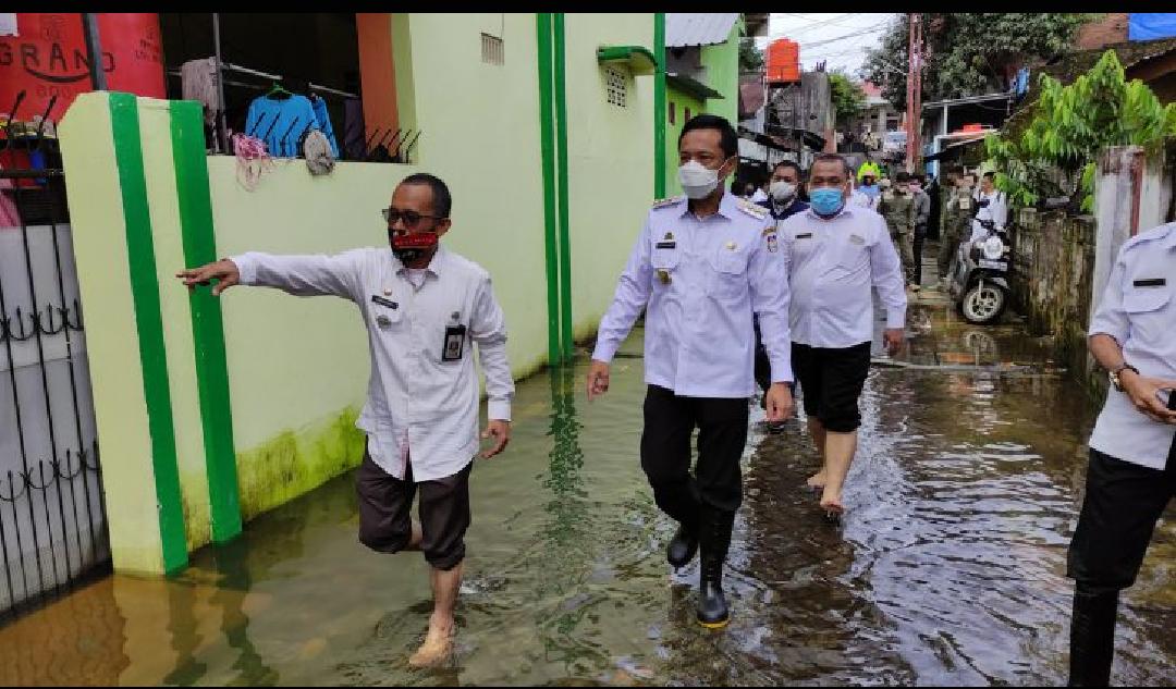 Tinjau Banjir Perumnas Antang, Rudy Djamaluddin Dikira Danny Pomanto oleh Warga