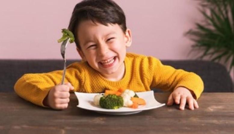 Tips yang Bisa Dilakukan Orang Tua Agar Anak Gemar Makan Sayur