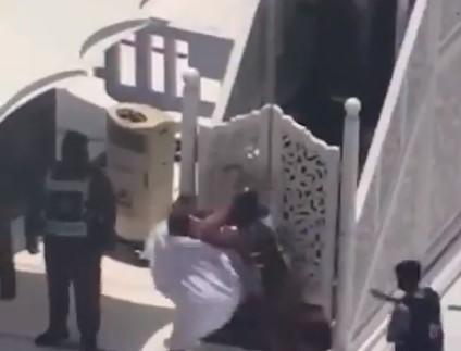 Video Penyerangan Imam Masjidil Haram,  Pelaku Sebut Dirinya Sebagai Imam Mahdi