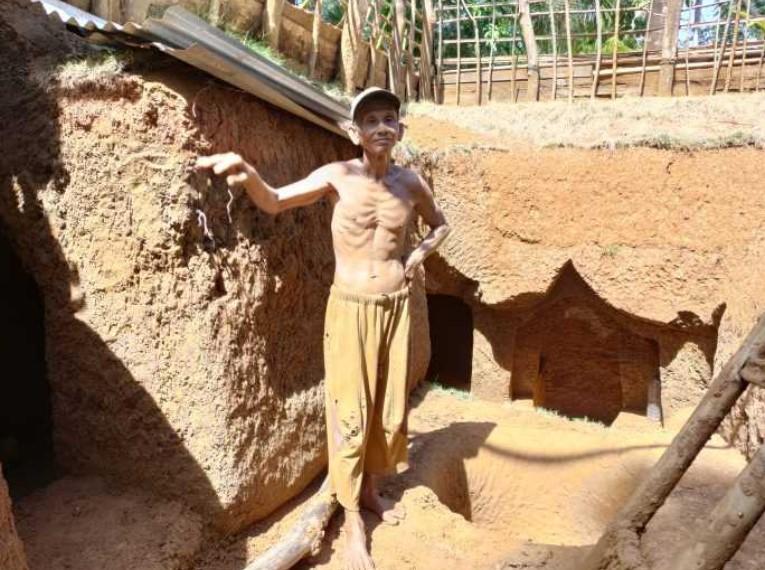 """Viral! Bermodal Pengalaman Tukang Batu di Negeri Jiran, Kakek Zainuddin di Bone, Bangun """"Istana"""" di Bawah Tanah"""