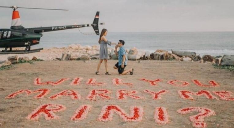 Viral! Gadis Asal Jeneponto Ini dilamar Pakai Helikopter, Segini Uang Panaiknya