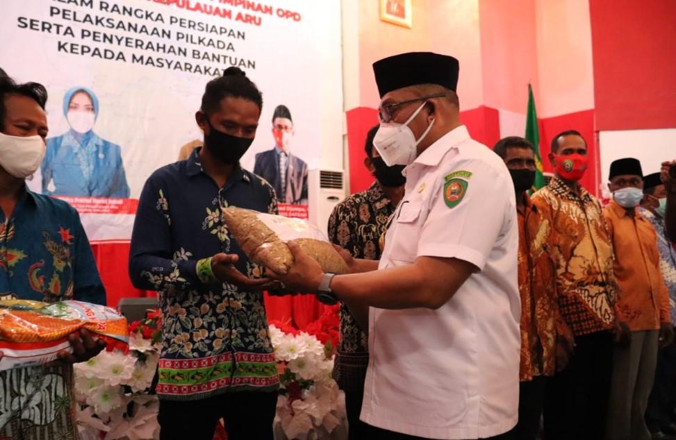 Kunjungan Kerja Ke Aru, Gubernur Serahkan Sejumlah Bantuan